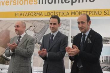 Foto primera piedra Alcalde, consejero y montepino